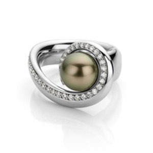 pearl ring by world luxury jeweller Hester Vonk Noordegraaf