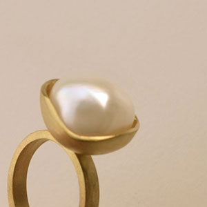 18kt gold ring with pearl - unique and handmade by Belgian jeweller Tineke Rigole